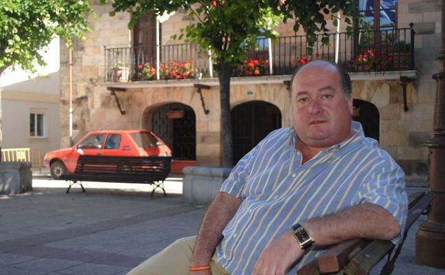 Ángel Sainz dice que «todo está un poco manipulado» por un edil del PP en Villacarriedo