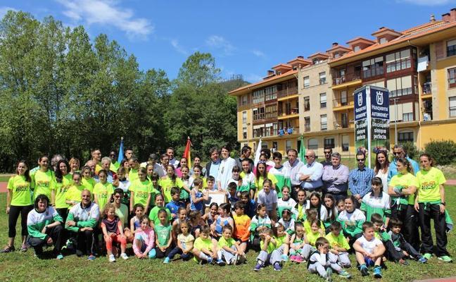 Inauguración 'olímpica' de la pista de Atletismo de Santa María de Cayón