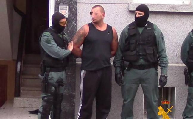 Agentes de asalto detienen en Reinosa a un peligroso delincuente mientras dormía