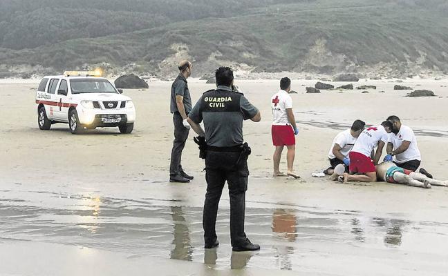 Un vecino de San Vicente del Monte muere ahogado en la playa de Gerra