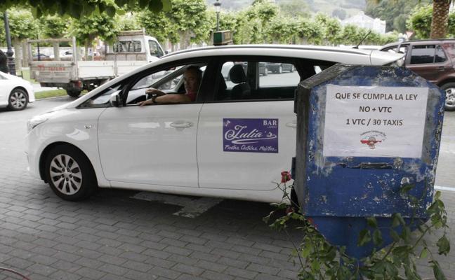 La Federación quiere mancomunar el servicio de taxi de la comarca oriental