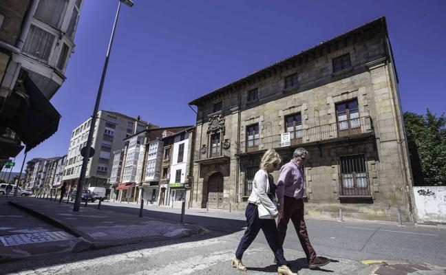 La amenaza de ruina fuerza el desalojo de cuatro edificios en el centro de Reinosa