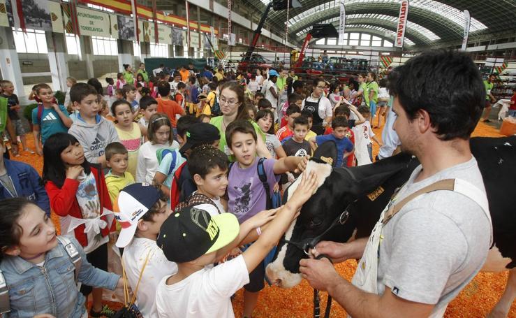 Los niños, protagonistas de la primera jornada de 'Un fin de semana de la leche' en Torrelavega