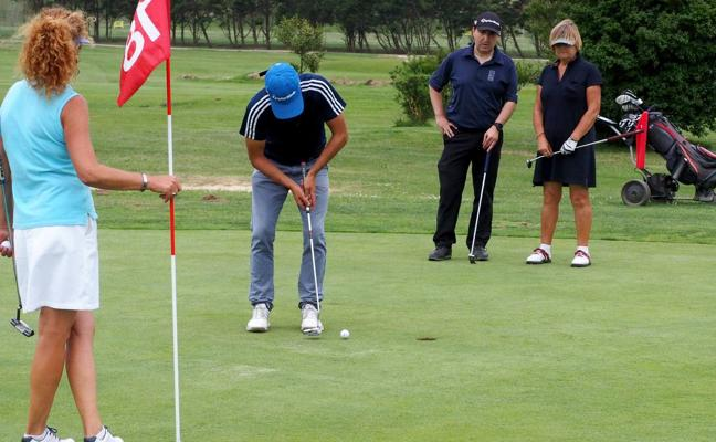 Abra del Pas homenajea al golf
