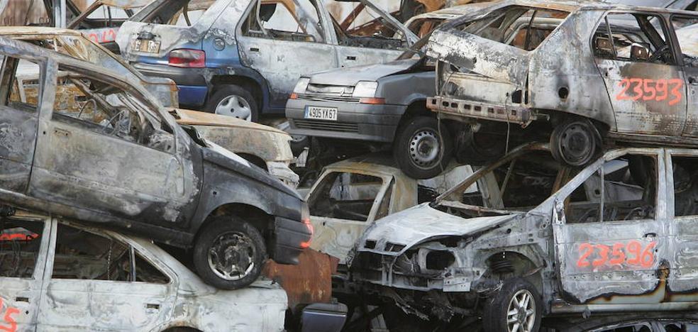Incendian casi 900 automóviles durante la fiesta nacional de Francia