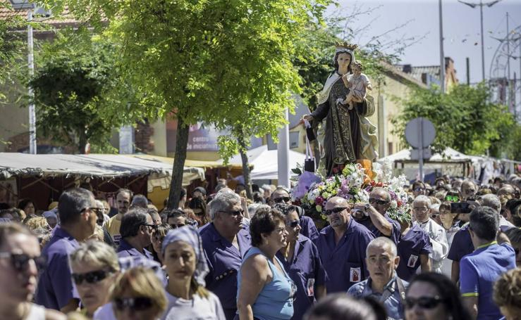Los vecinos del Barrio Pesquero celebran las fiestas del Carmen