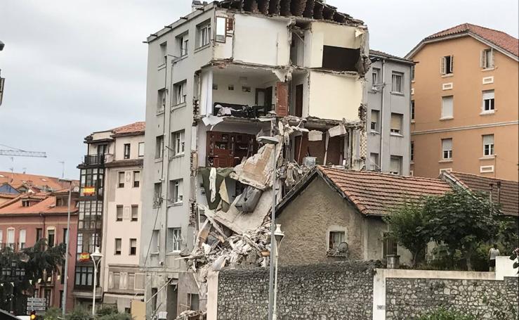 Se derrumba el edificio agrietado de la calle Sol