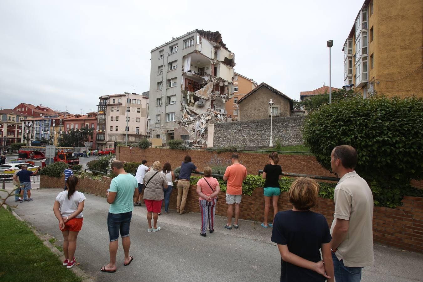 Colapsa el edificio agrietado de la calle del Sol