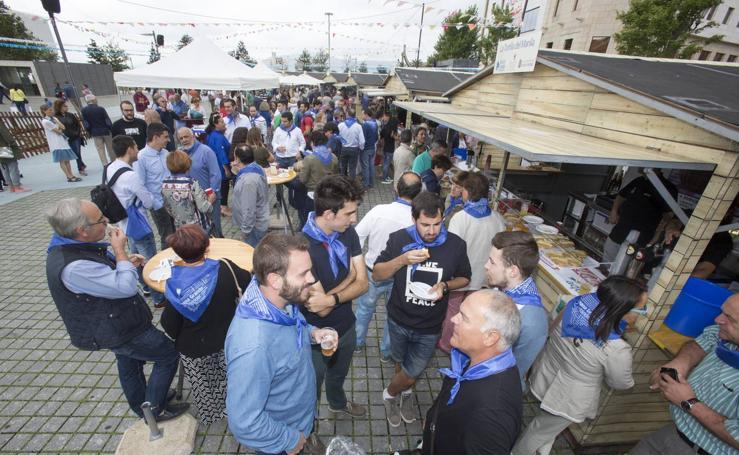 Un ambiente festivo recorre las calles de Santander