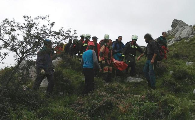 Rescatan a una senderista con posible fractura de pierna en Collados del Asón