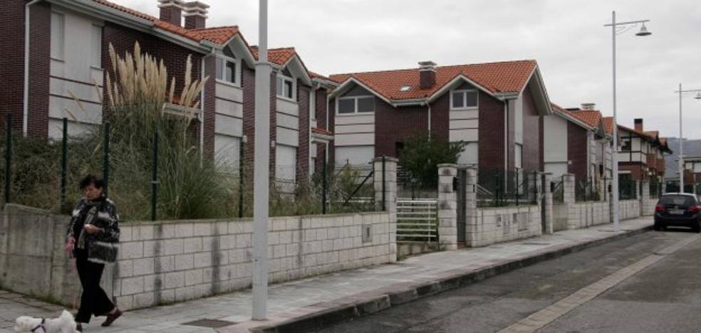 Castro da un paso más para regularizar un centenar de viviendas de La Loma