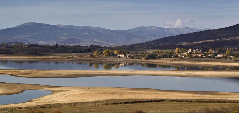 El embalse del Ebro pierde 10 hectómetros y sus reservas bajan al 40,7%