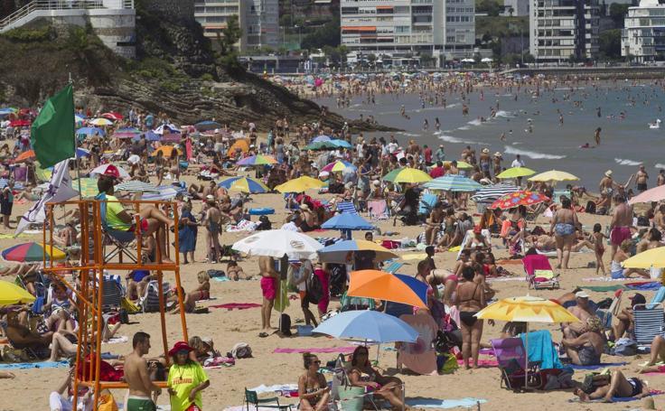 Las playas de El Sardinero, abarrotadas