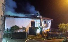 Se incendia una casa deshabitada en Villasevil