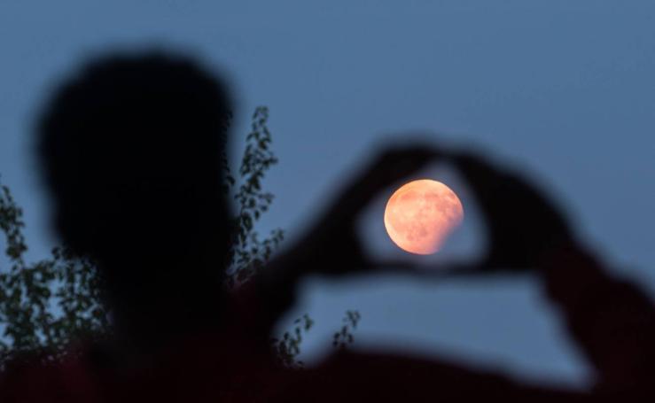 Eclipse lunar por la geografía mundial