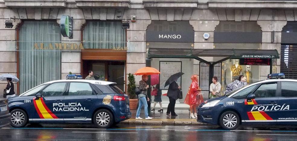 Un hombre armado atraca un salón de juegos en pleno centro de Santander
