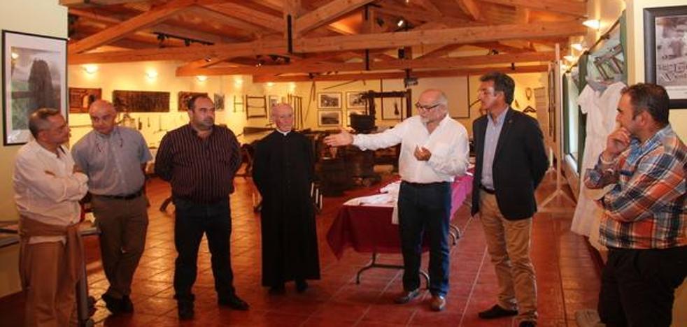 La exposición 'Un viaje a la tradición lebaniega' llega a Camaleño