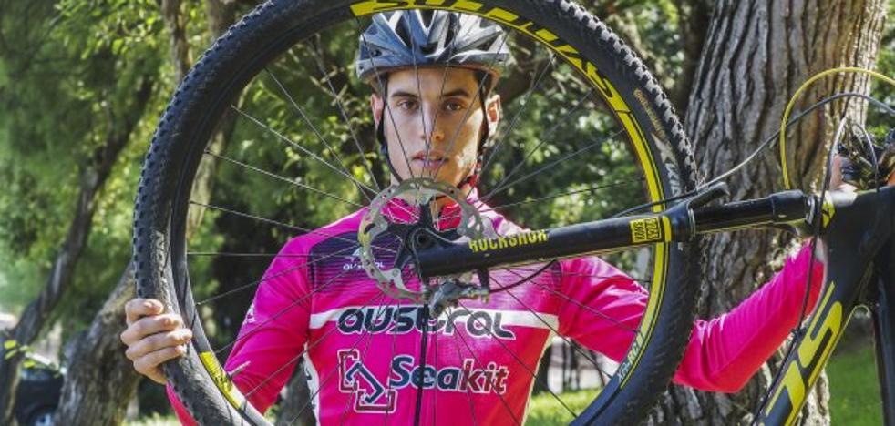 Álvaro Carral: «Prefiero la bici de montaña, porque me da miedo entrenar en carretera»