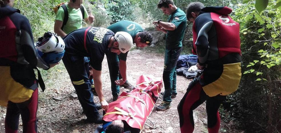 Rescatada una mujer de Bilbao que se rompió el tobillo en el barranco de Navedo