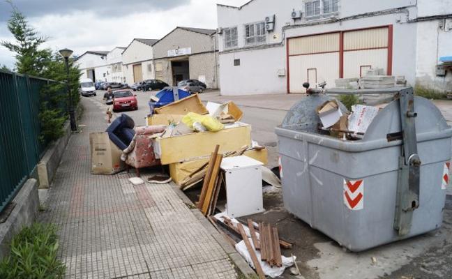 Camargo erradica una escombrera ilegal en La Maruca