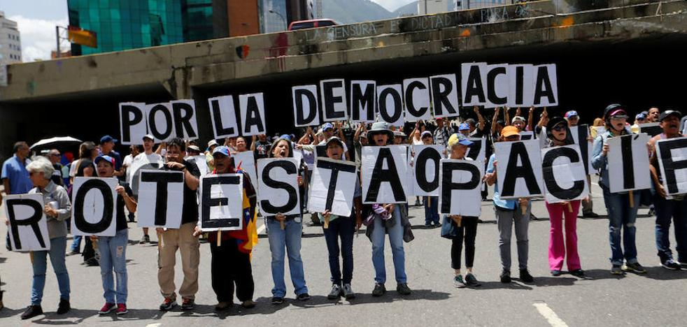Adelantan a octubre las elecciones de gobernadores en Venezuela