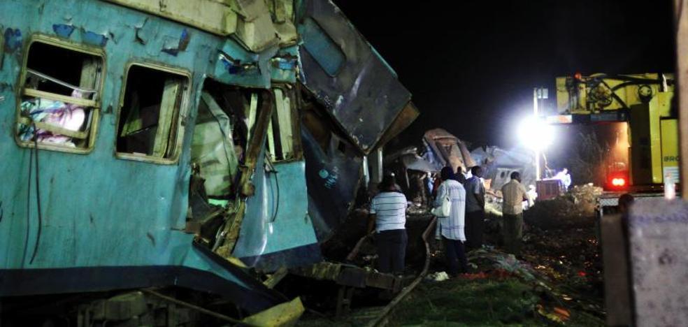 La colisión frontal de dos trenes en Alejandría causa 41 muertos