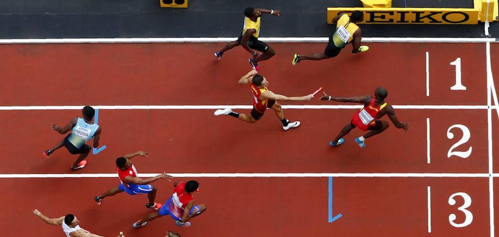 España, de forma brillante a la final de 4x400 metros