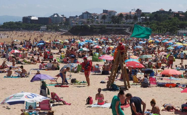 Las playas de El Sardinero, abarrotadas este domingo