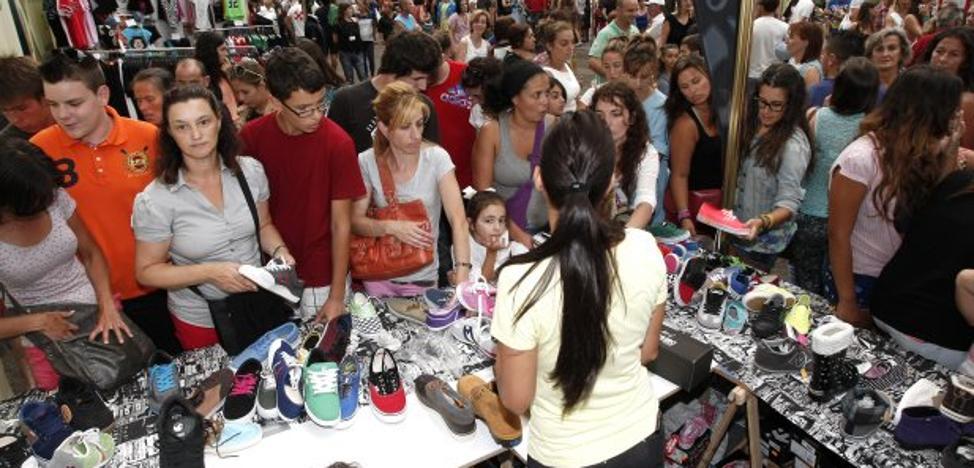 Los comerciantes deciden organizar la Feria del Stock al margen de la Cámara