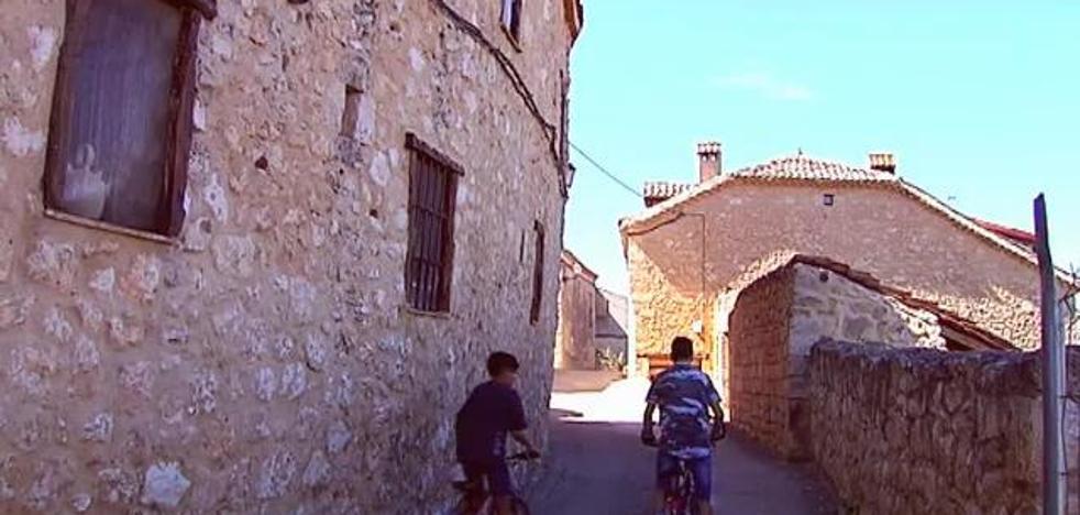 Los pequeños pueblos españoles ansían la llegada de turistas para llenar sus calles