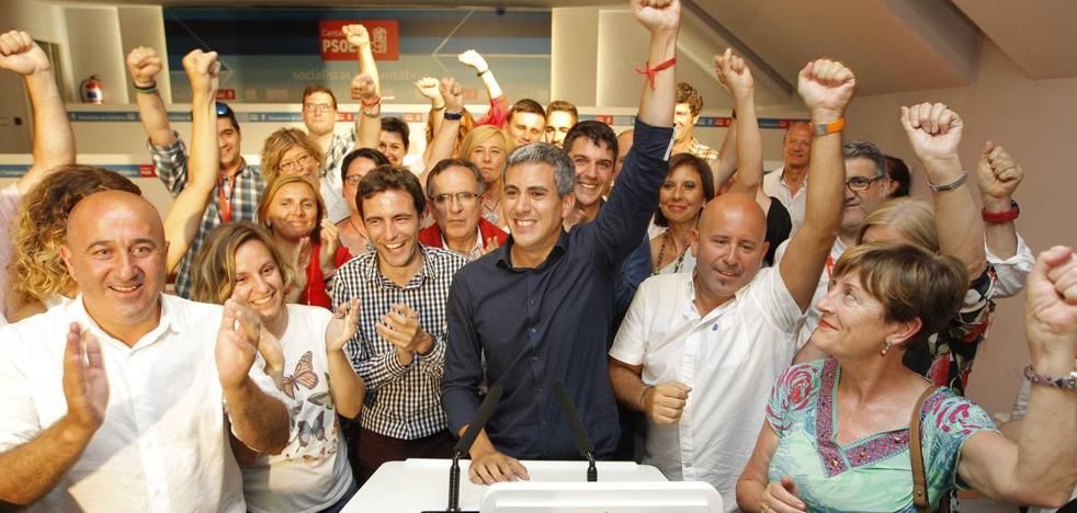 El PSOE congela hasta septiembre los cambios en sus consejerías