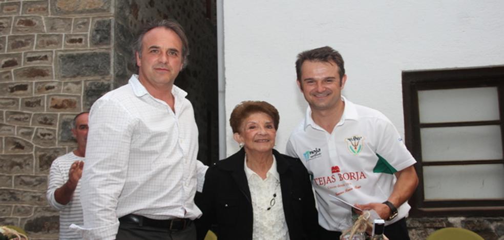 Oscar González gana el primer Memorial Armando Cuesta en la bolera de La Vega