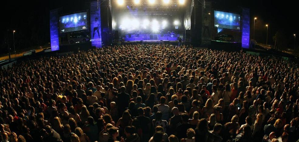 Unas 8.000 personas cantan con Carlos Baute
