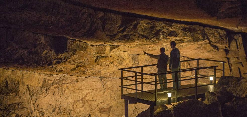 Los hosteleros critican al Gobierno por no dejarles vender entradas para las cuevas
