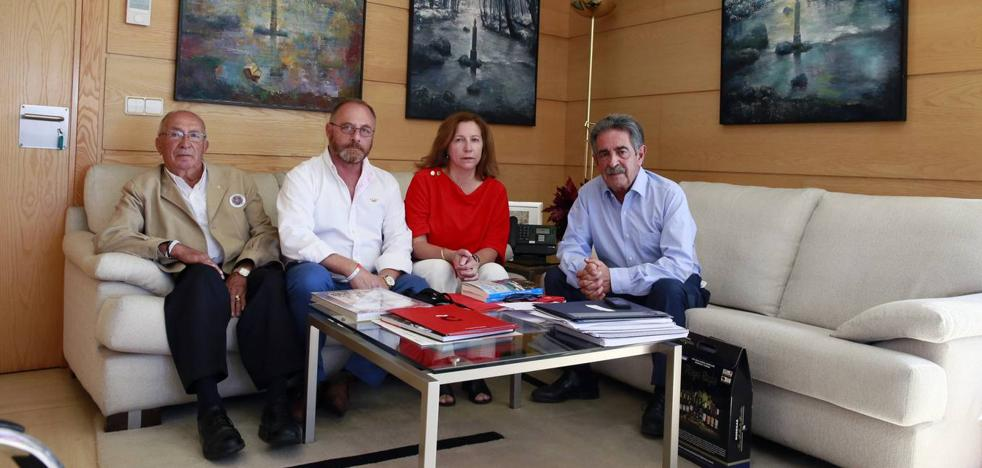 El presidente reitera su apoyo a la familia de Marta del Castillo en su lucha por recuperar los restos de la joven