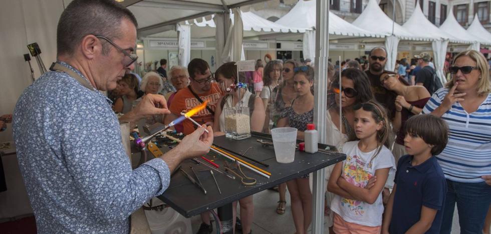 La Feria Artesanía de Santander crece con más expositores y una muestra de piezas especiales