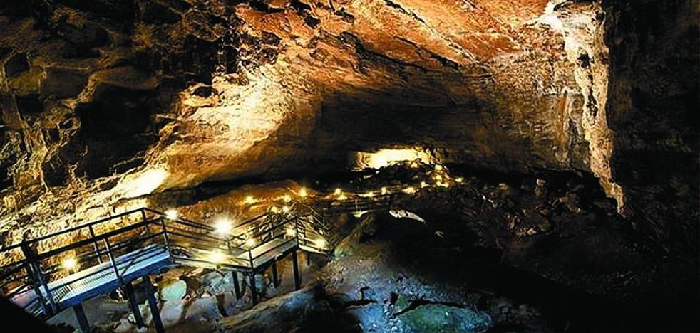 La cueva del Pendo será escenario de la segunda jornada de 'EnlazArt Camargo'