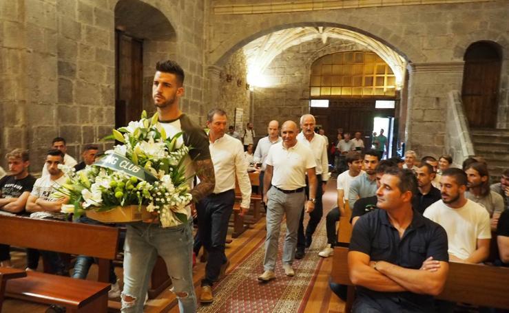 El Racing Club de Santander realiza su tradicional ofrenda floral a la Virgen Bien Aparecida