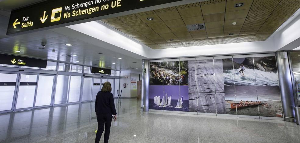 Los 22 vigilantes del aeropuerto Seve Ballesteros estudian movilizaciones