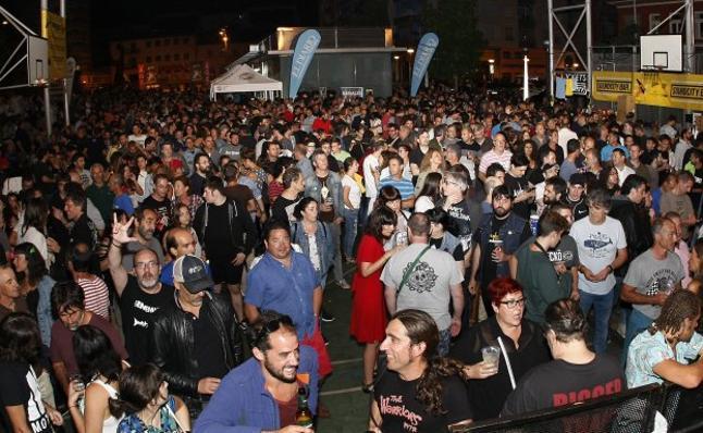 Ilegales revienta la Plaza de La Llama