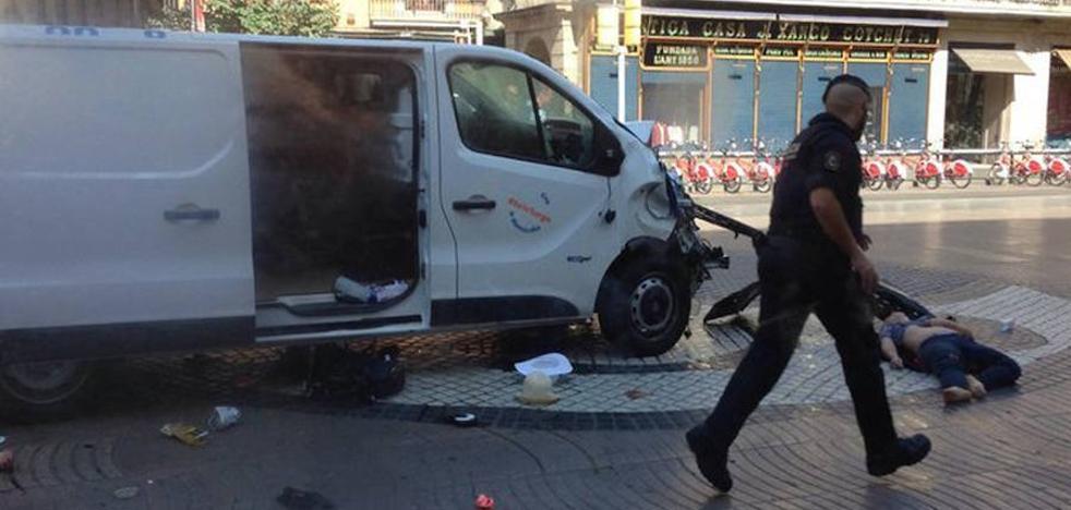 Francia investiga si una furgoneta cruzó la frontera tras el atentado de Barcelona