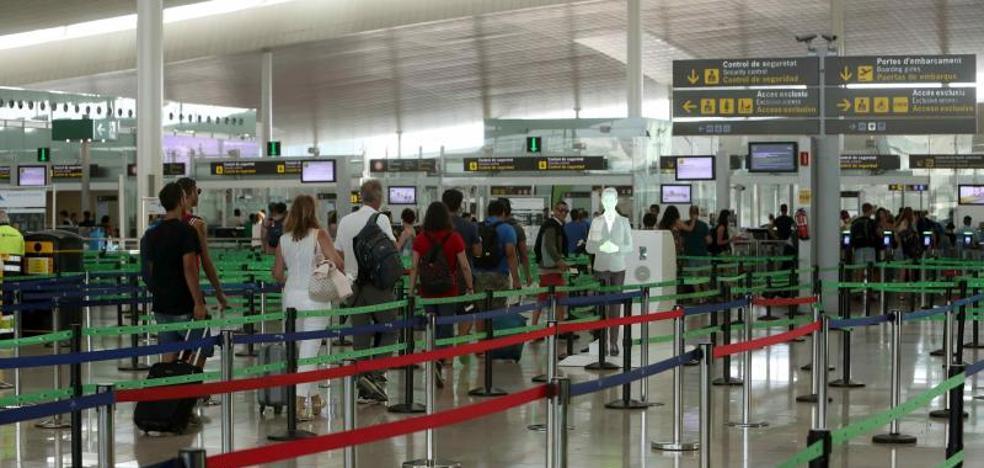 Los vigilantes de El Prat no presentan alegaciones contra el árbitro del Gobierno