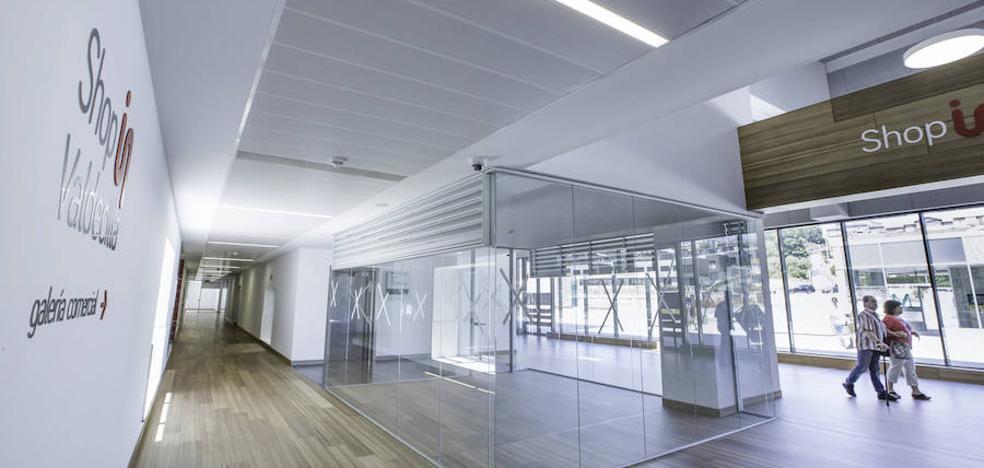 El área comercial del nuevo Valdecilla sigue sin abrir tras más de dos años de retraso