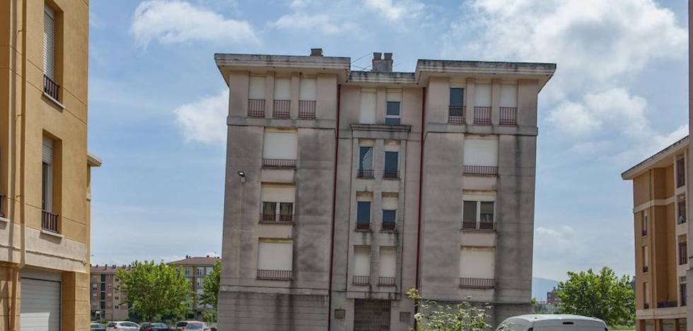El edificio número 20 de 'Las Acacias' tiene ya 58 centímetros de inclinación