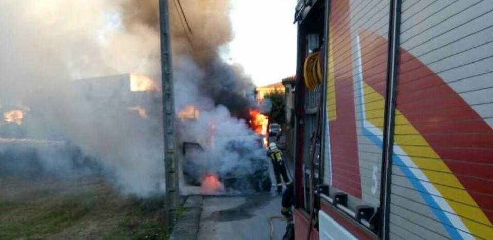Arde una furgoneta en Cacicedo de Camargo
