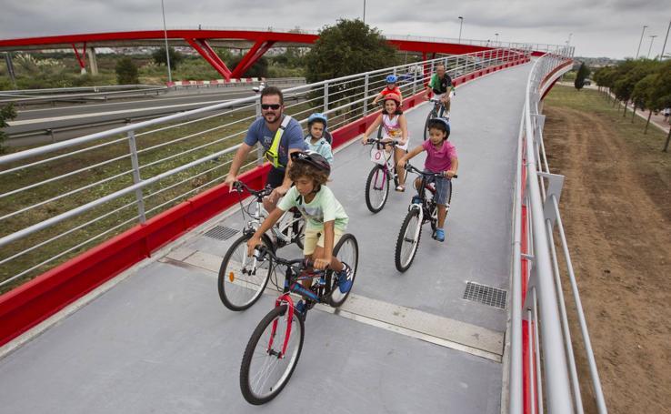La pasarela peatonal y ciclista de Raos ya está operativa