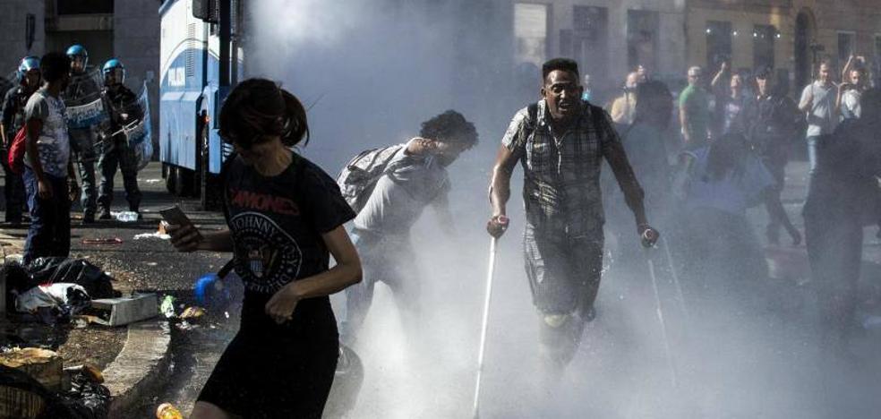 Disturbios en Roma por el desalojo de refugiados de la Plaza de la Independencia