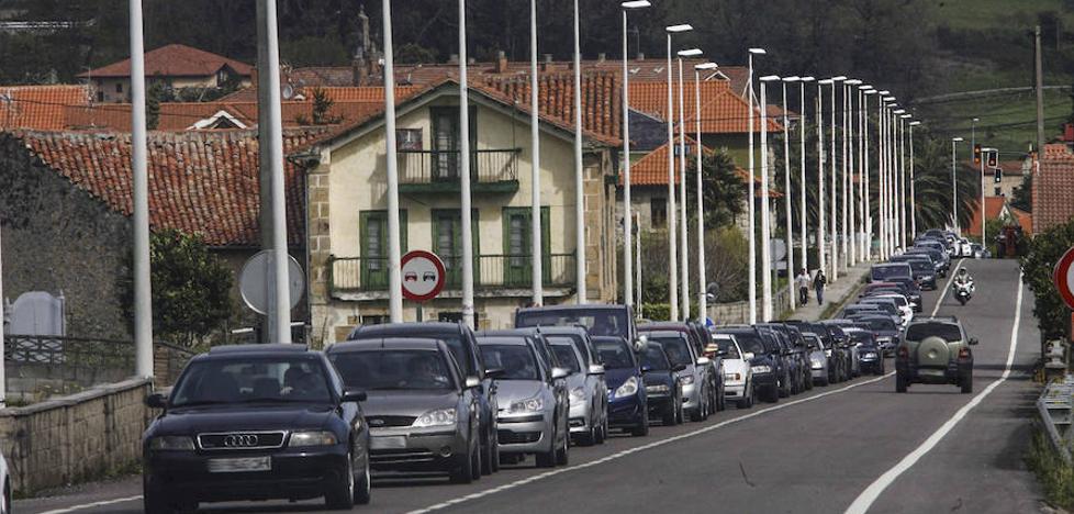 Penagos y Villaescusa exigen soluciones ante los atascos en el acceso a Cabárceno