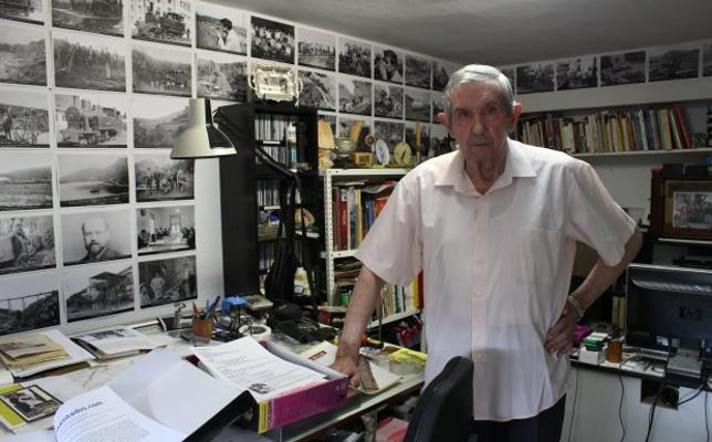 José Ajuria dona a El Astillero toda su colección sobre minería y el ferrocarril