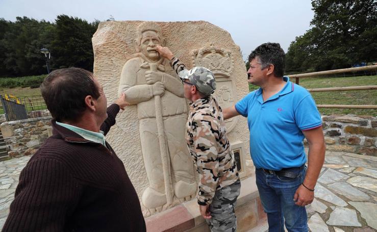 La escultura homenaje a Revilla en Polaciones